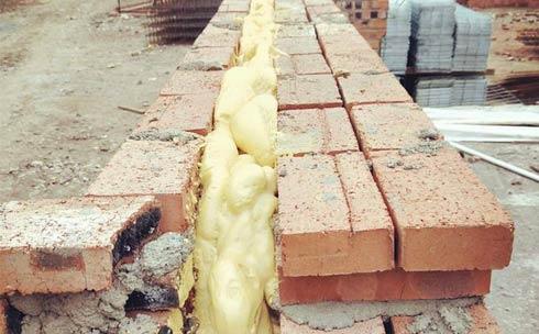 外墙夹缝聚氨酯浇注施工案例